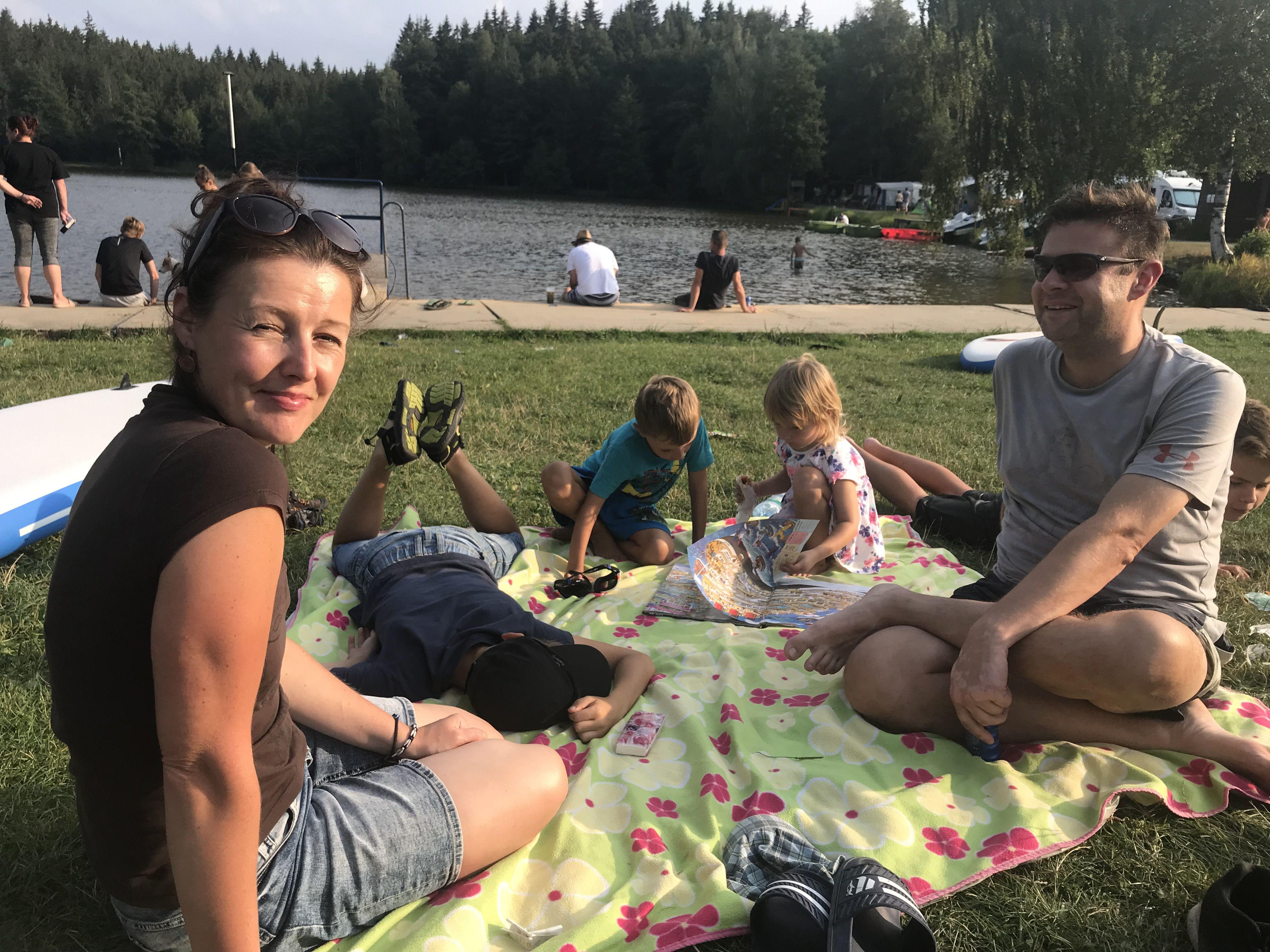 Piknik na břehu