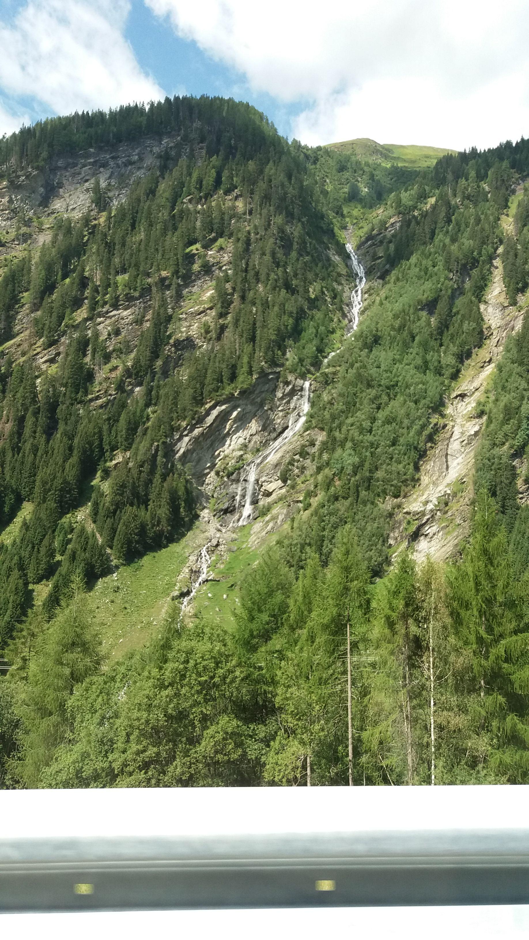 Vodopád při přejezdu do Itálie