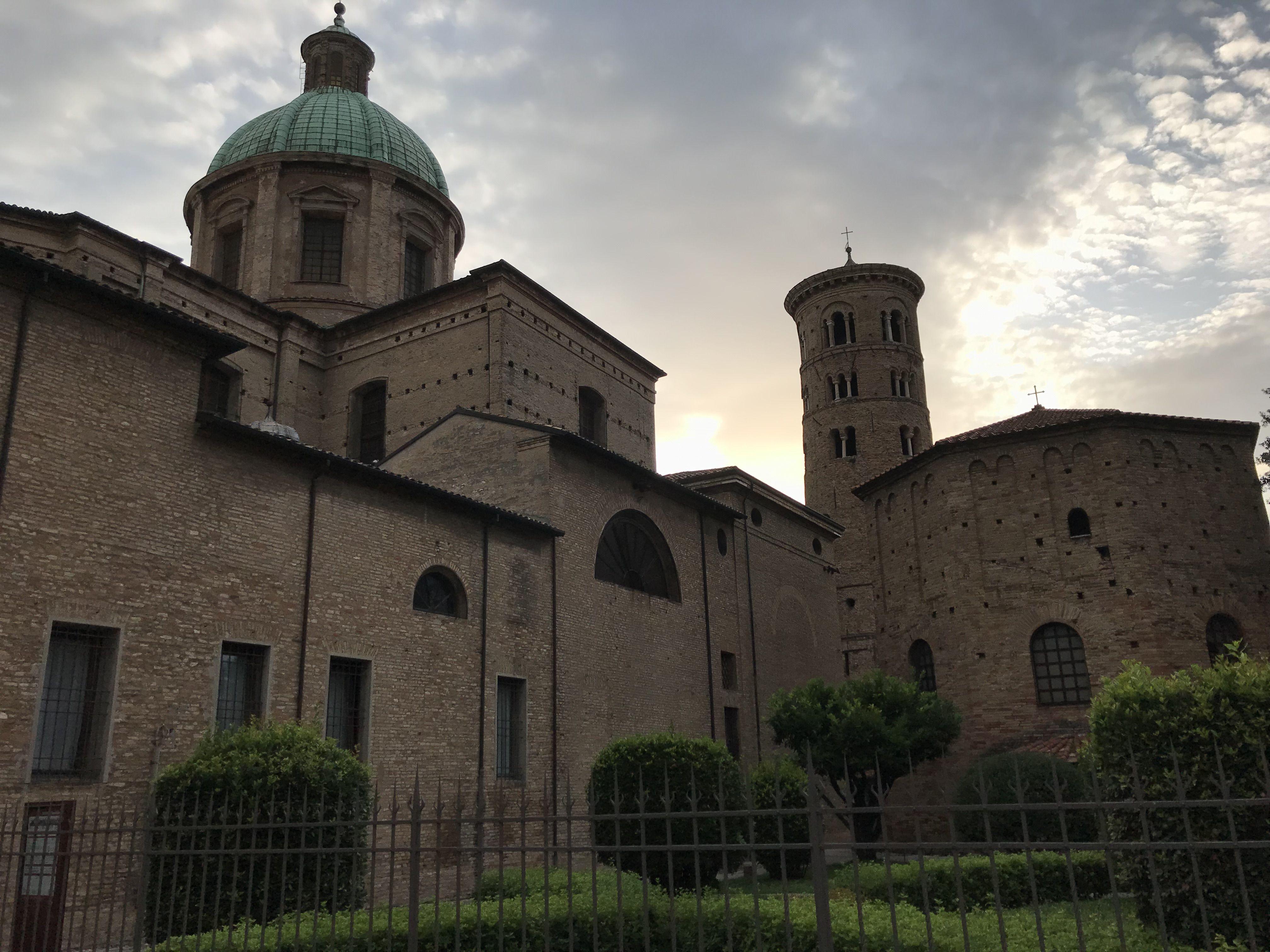 Neonovo baptisterium v Ravenně