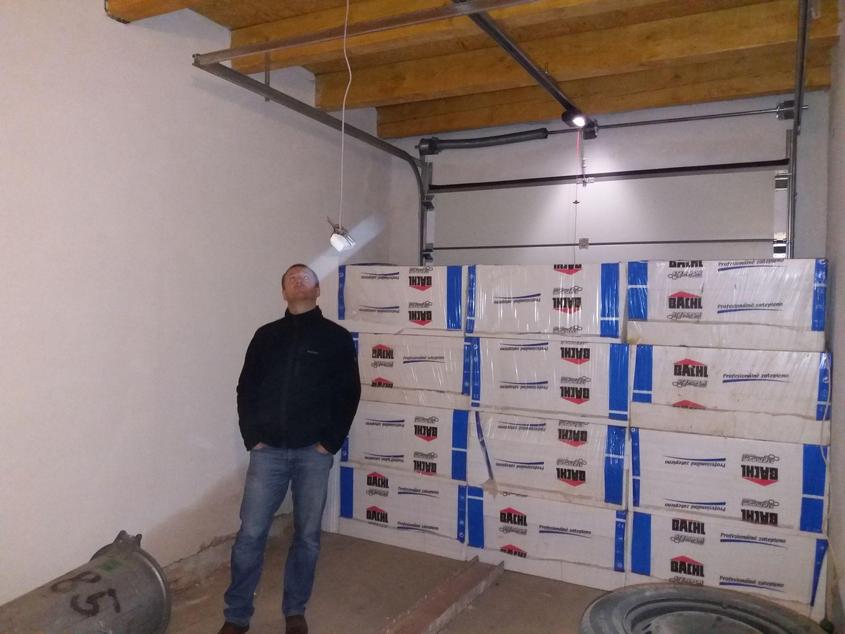 Vnitřek domu - prosinec 2017 - garáž