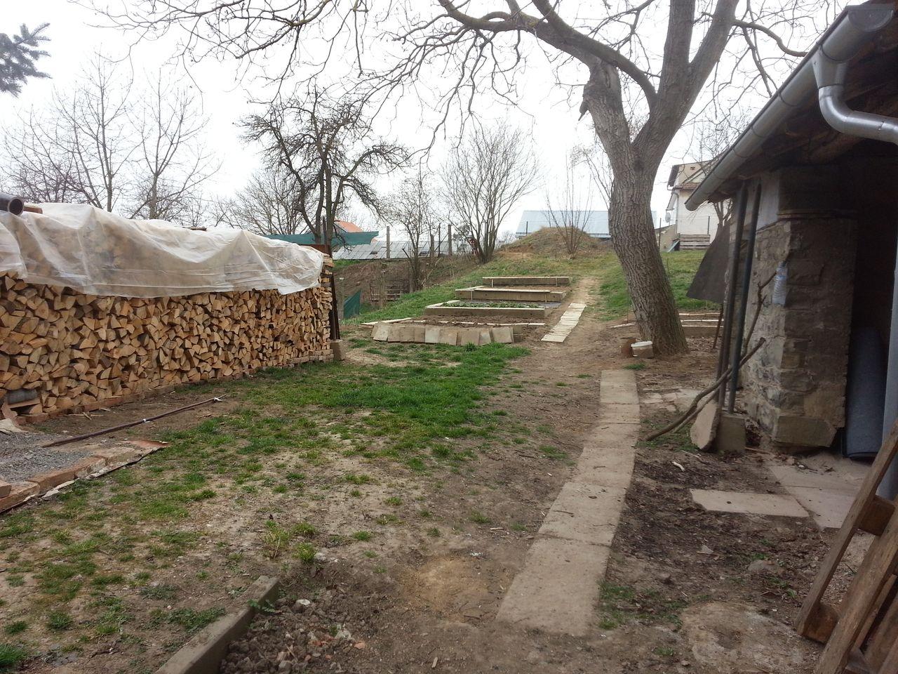 Zahrada - březen 2014