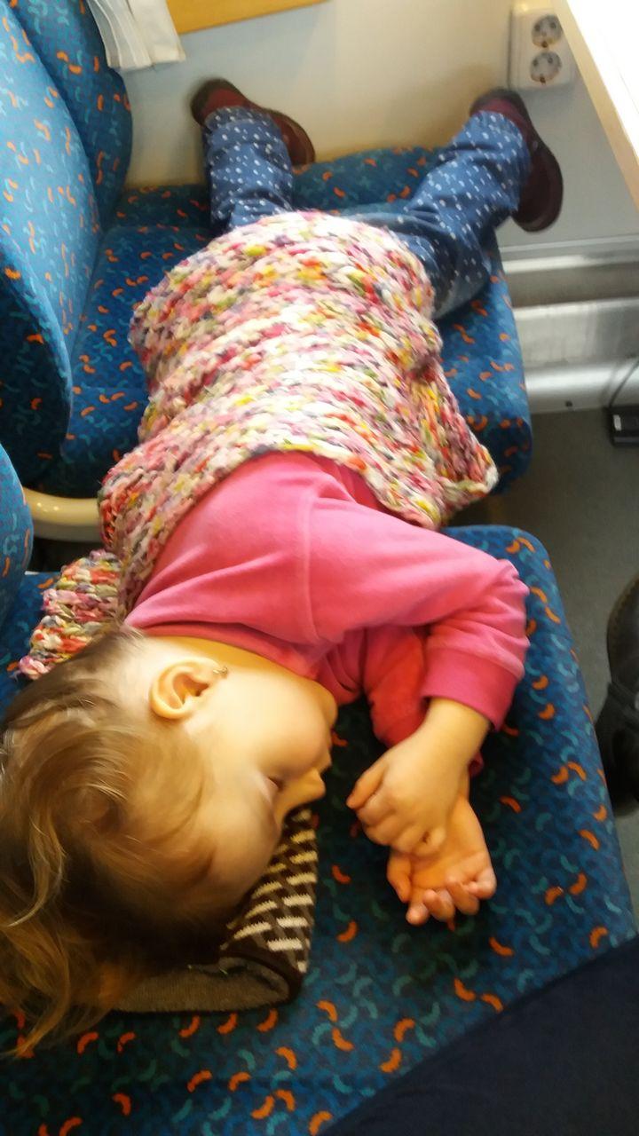 Spánek ve vlaku