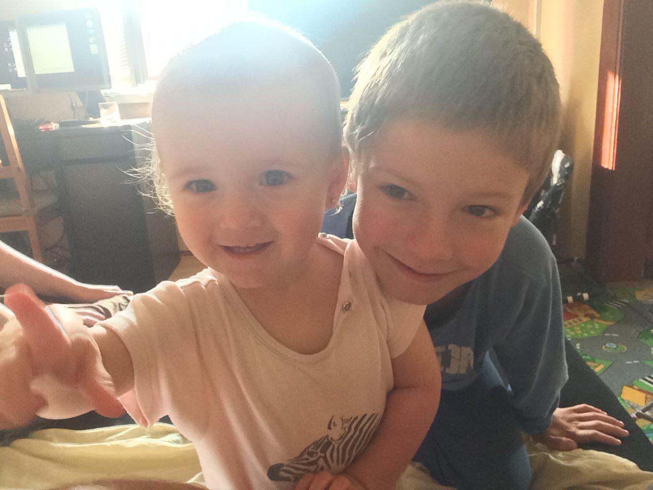 S bráchou